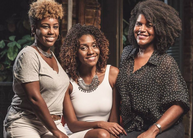 Afrôbox: Caixinha repleta de produtos para a mulher negra