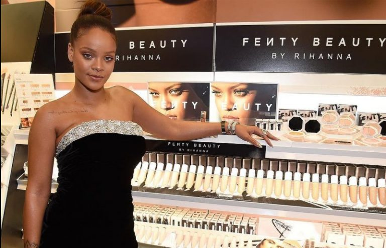 Linha de makes com 40 tons de base, consagra Rihanna como afroempreendedora
