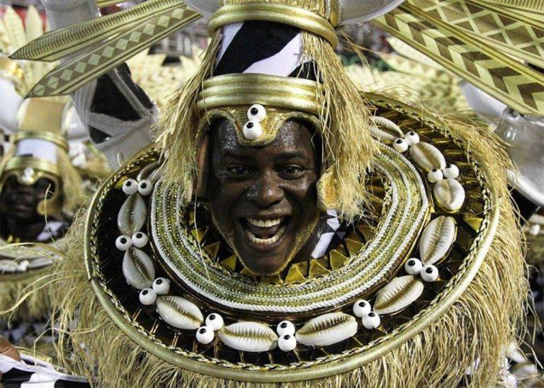 Sambas-enredo do Carnaval 2020 exaltam a negritude
