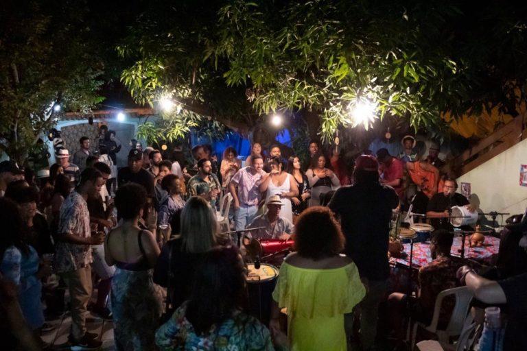 Roda de samba resgata cultura preta na Zona Oeste do Rio
