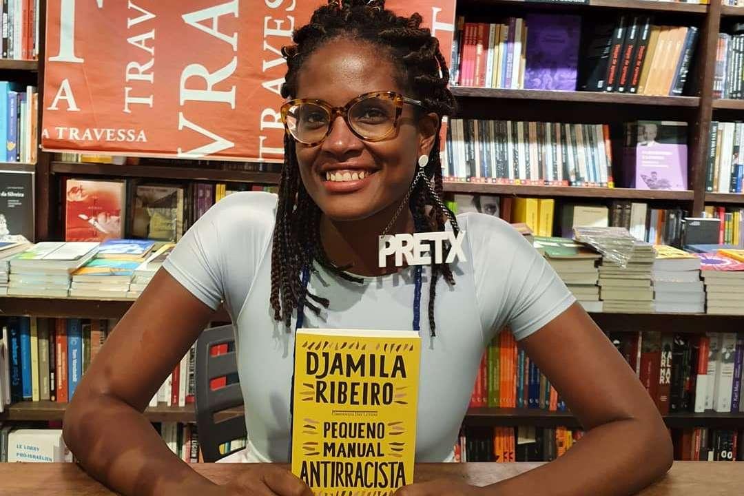 Pequeno Manual Antirracista' de Djamila Ribeiro torna-se o livro mais  vendido do Brasil - Mundo Negro
