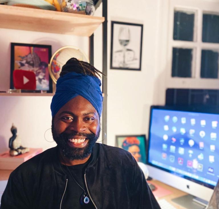"""""""Guardei no armário"""": livro de Samuel Gomes destaca pessoas negras que lidam com racismo e homofobia"""