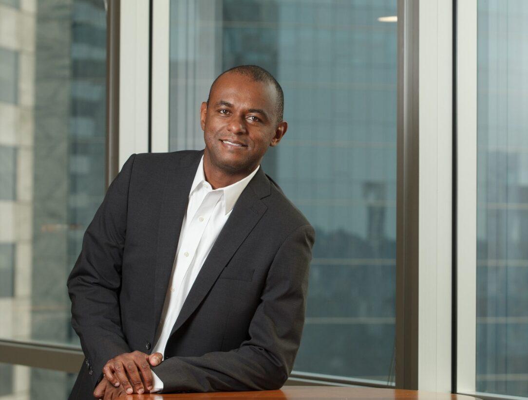Vice-presidente de Finanças da Bayer, Maurício Rodrigues atribui seu  sucesso aos pais e muito estudo - Mundo Negro
