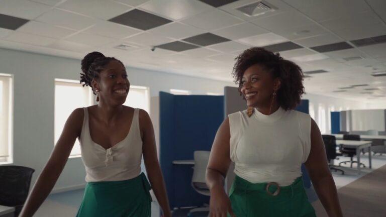 Carrefour e Magalu lançam programas para contratação de profissionais negros sem restrição idade